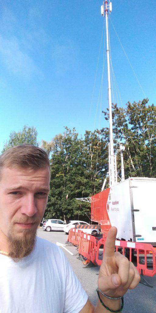 5G Antenne und Mann