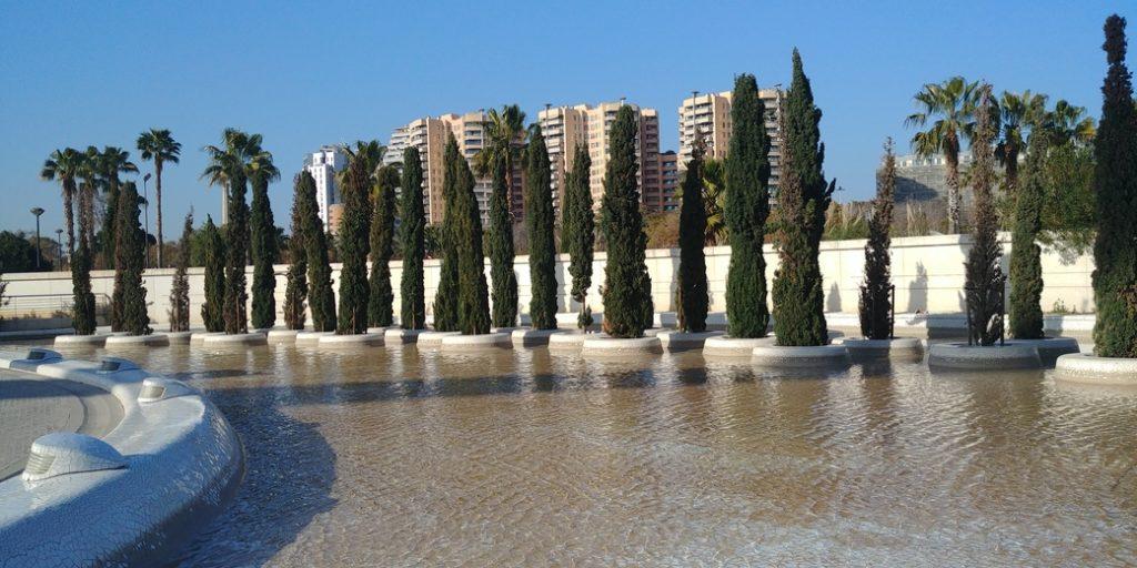 Valencia Blick auf Zypressen