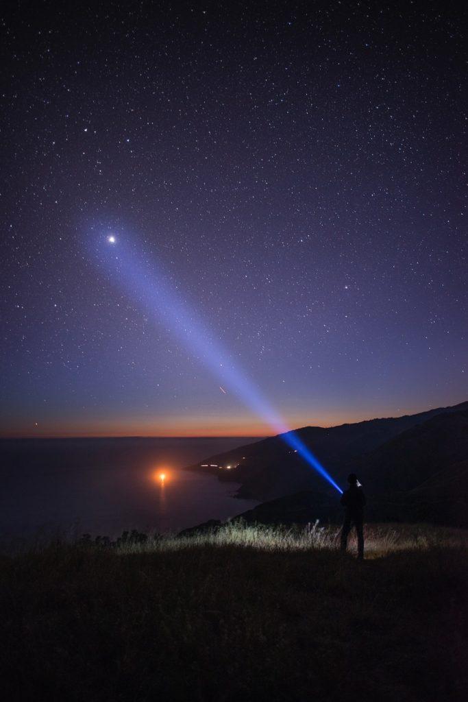 Mit der Taschenlampe auf der Suche nach der Wahrheit